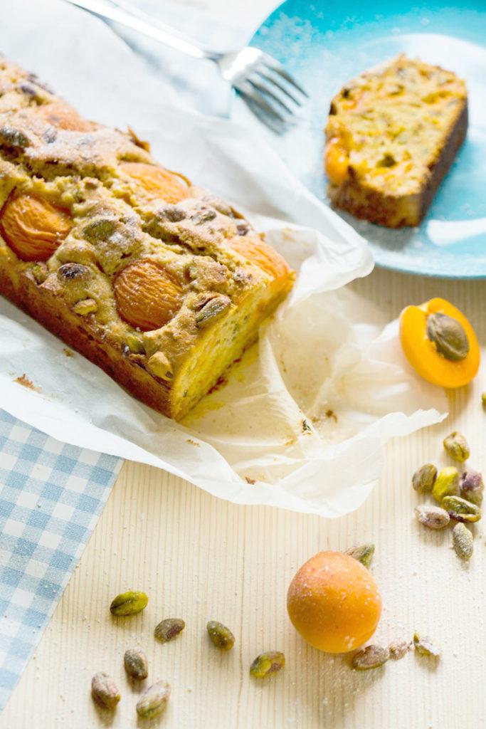 kolač od marelica i pistacija