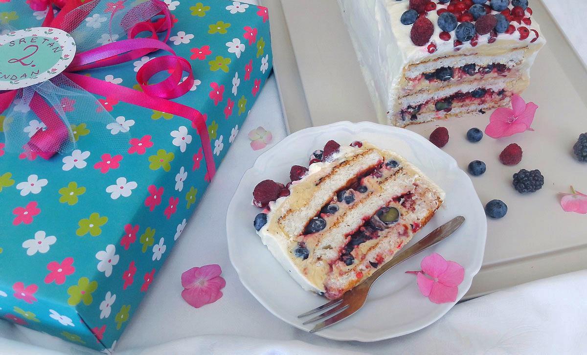 torta od kokosa, vanilije i bobičastog voća
