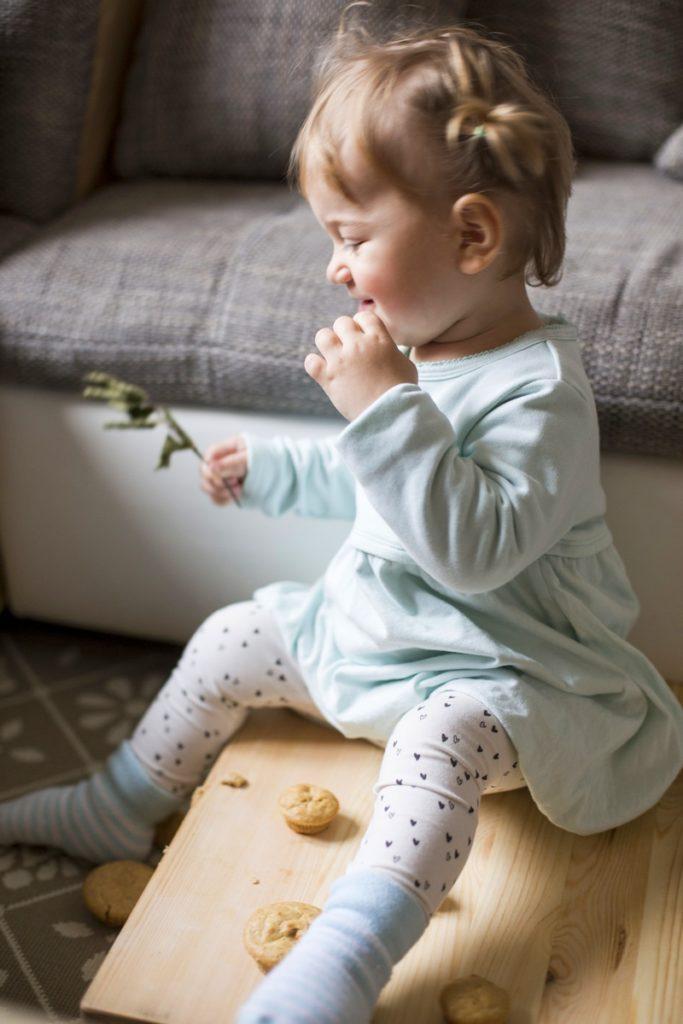 beba u kuhinji